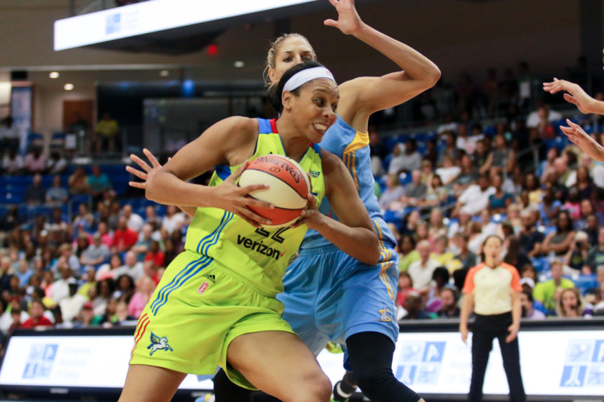CHICAGO SKY DOWN THE DALLAS WINGS